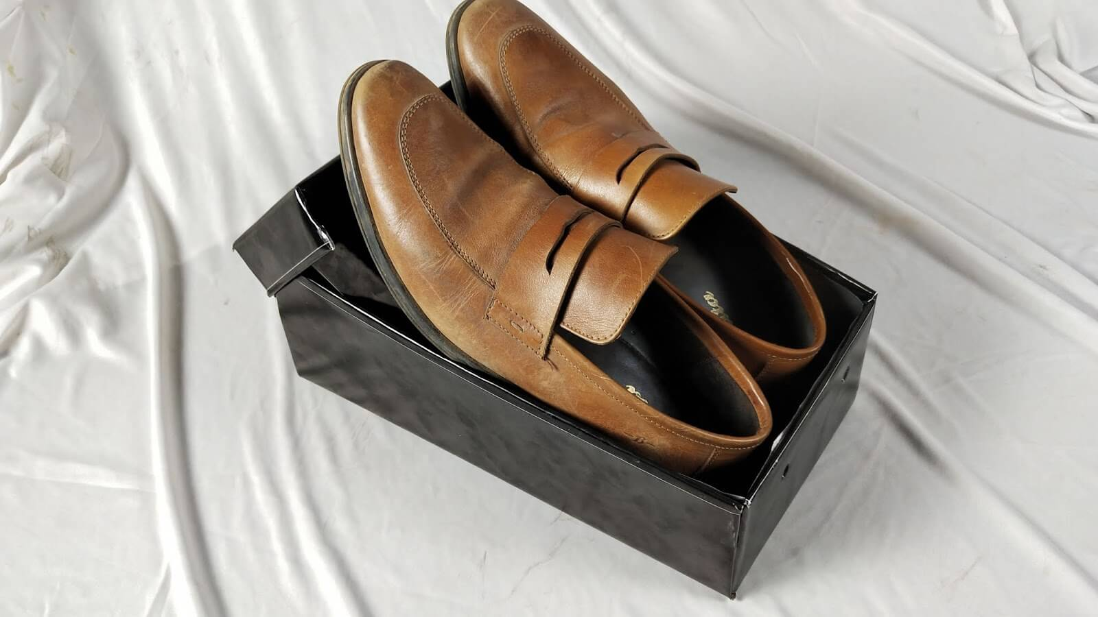 brown shoes in a modifiable display shoe box