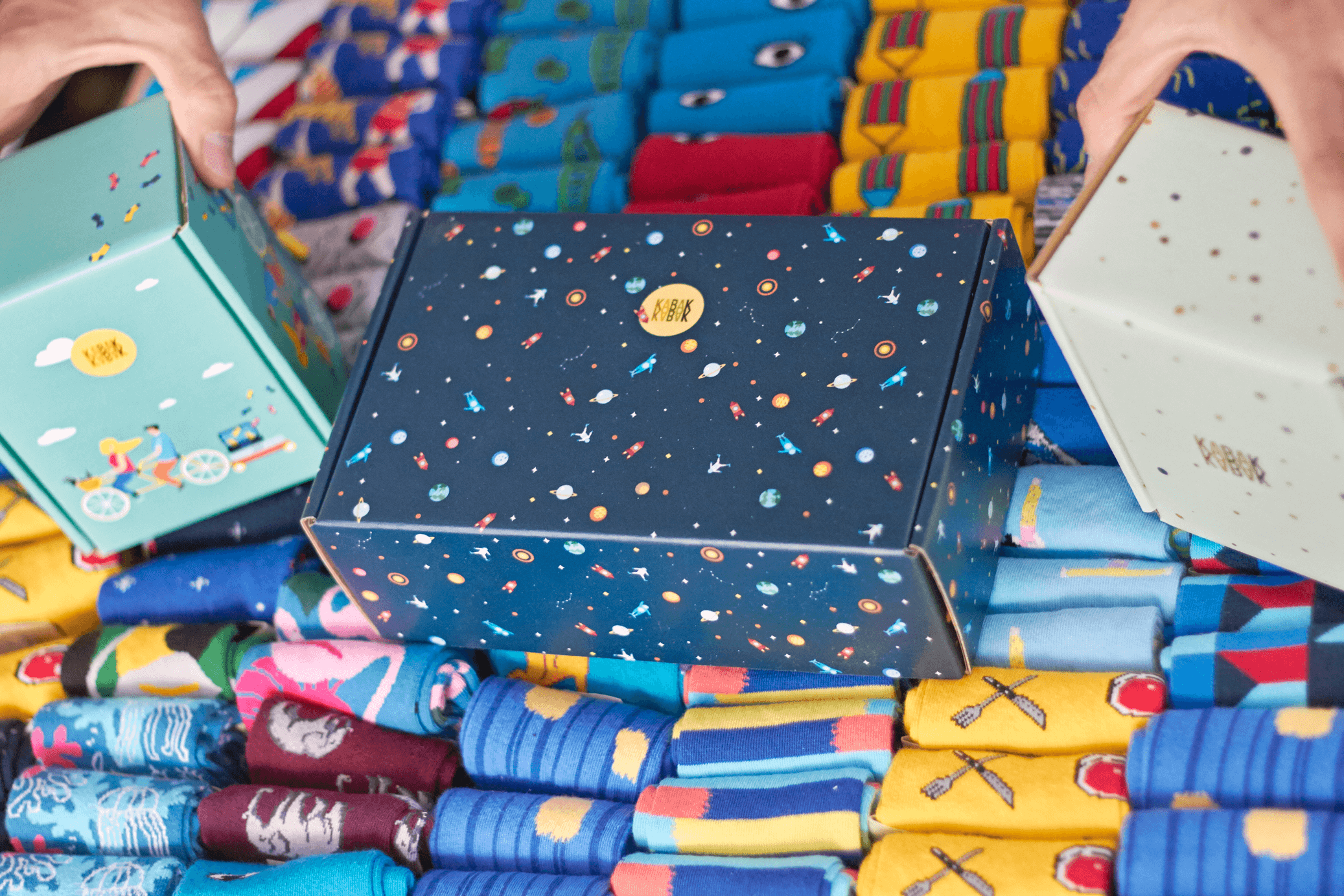 calcetines y cajas de colores de la marca Kabak