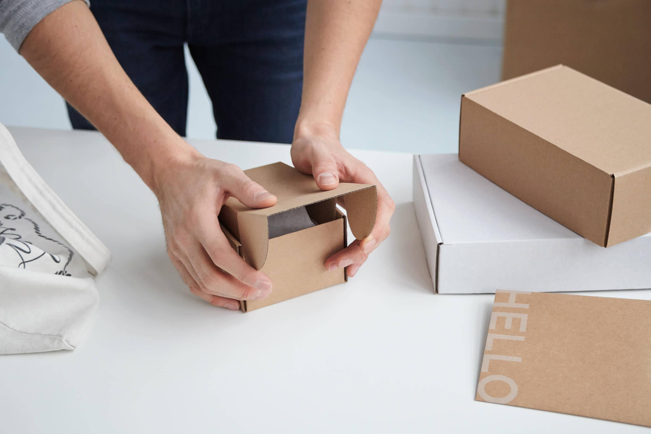 Boîte d'emballage en carton ondulé