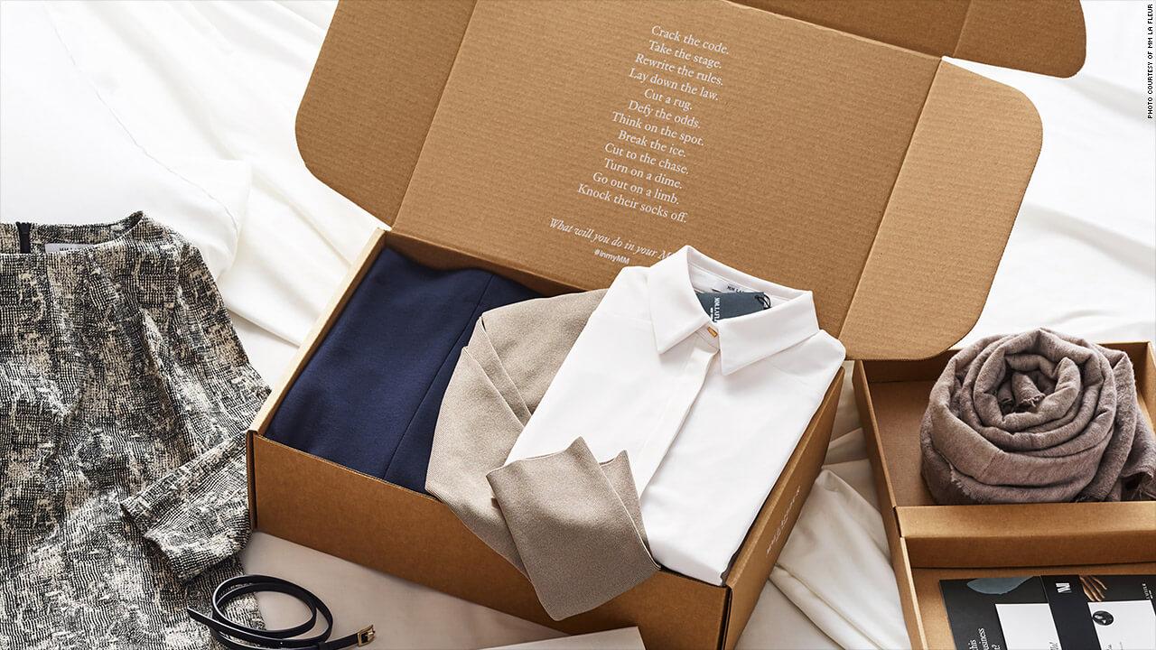 caja de carton con la ropa
