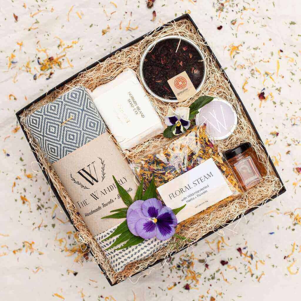 gift-box-packhelp-packaging-inspiration