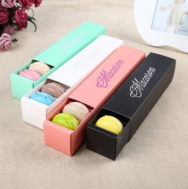 Boîtes à macaron colorées avec fond coulissant