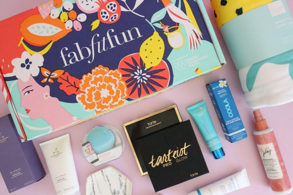 cutii pentru livrare cosmetice lunar