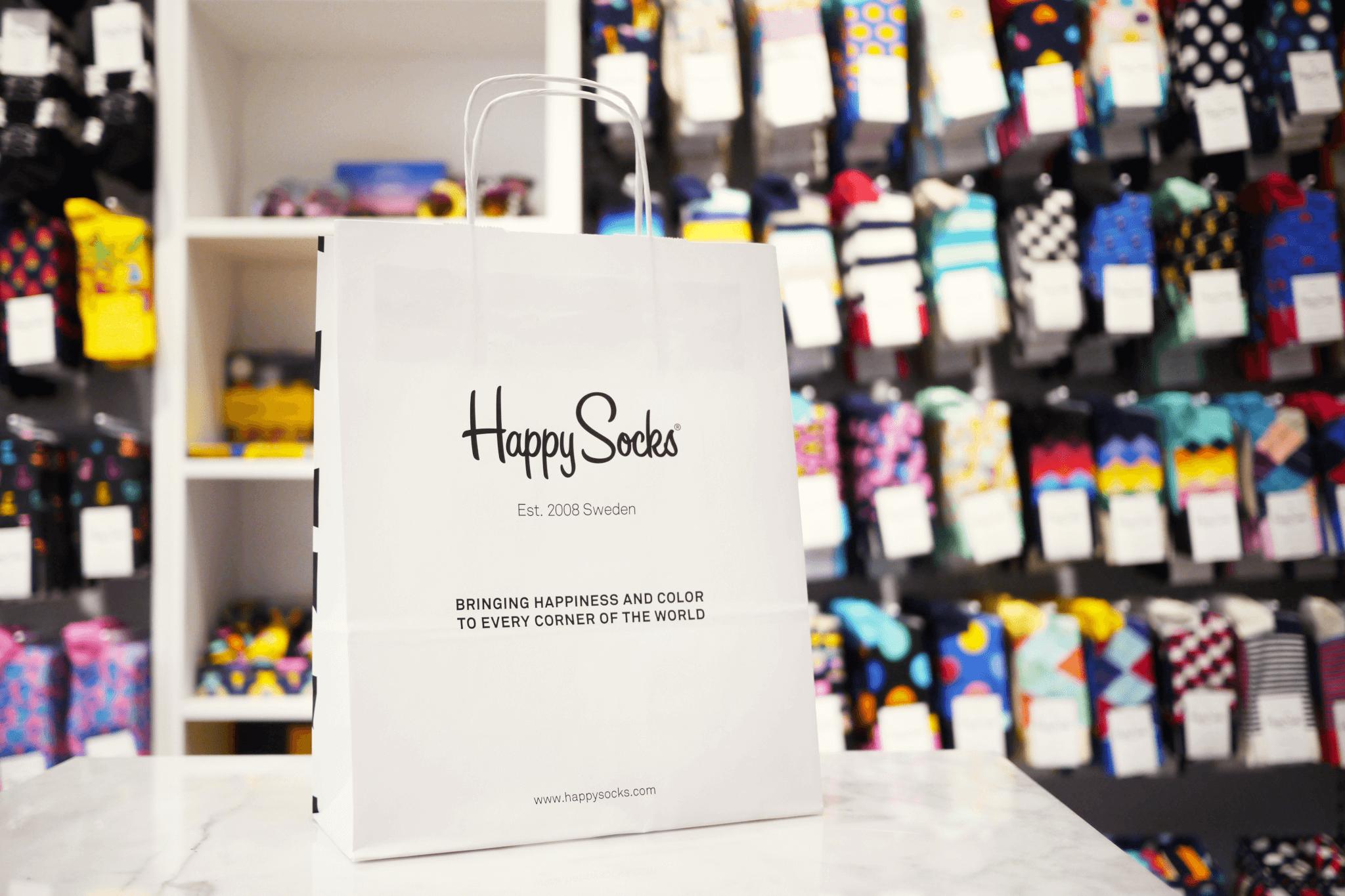 la marca happy socks utiliza el packvertising como estrategia publicitaria