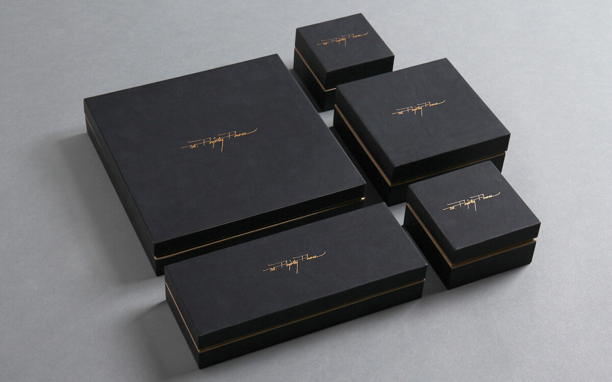 Design de packaging noir délicat de No. Thirty Three
