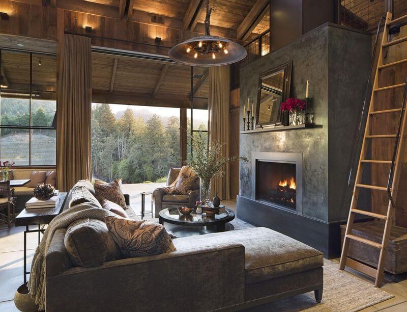 un salón con un diseño rústico y acogedor