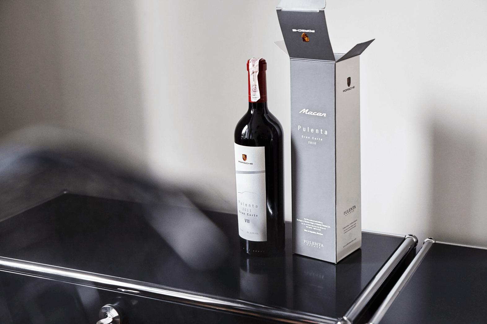 krabice na víno a láhev