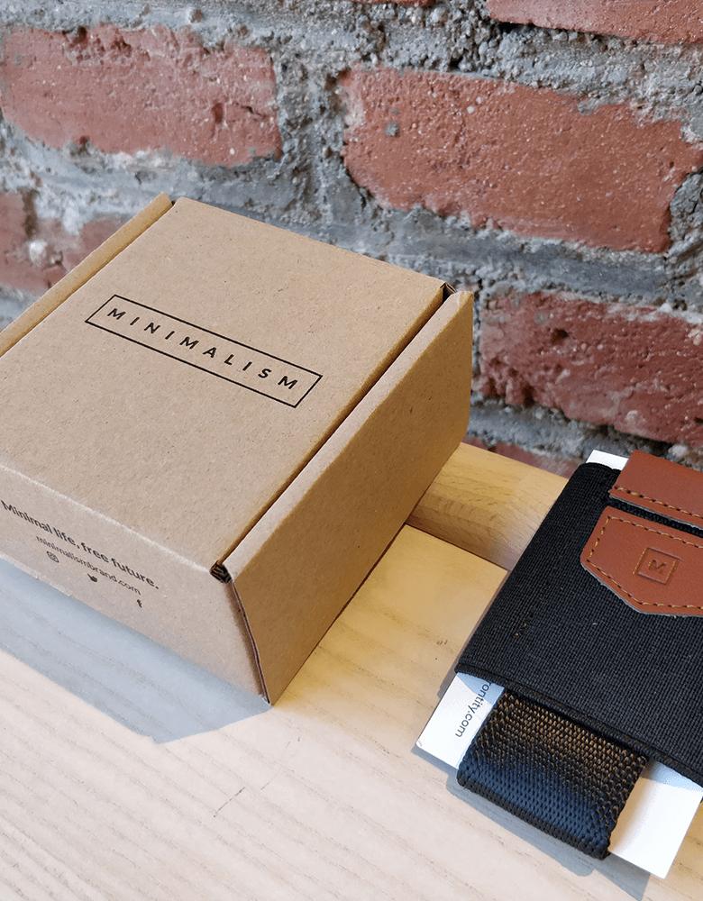 Petite boîte en carton minimaliste de Minimalism Brand
