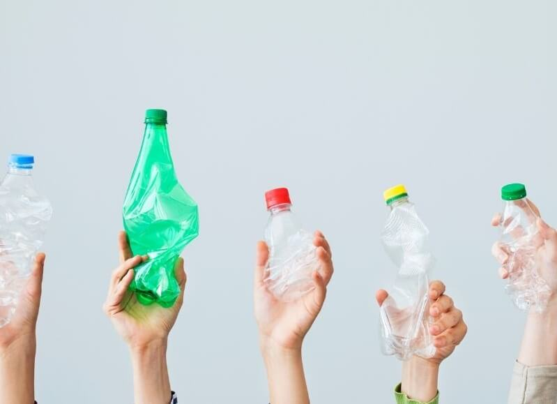 botellas de plástico de diferentes tamaños