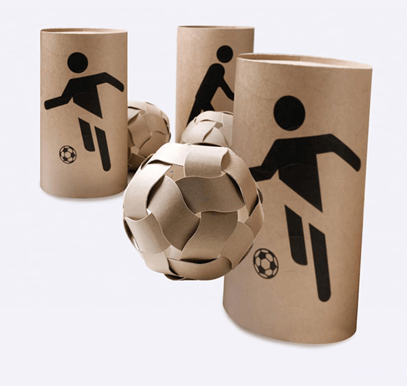 Emballage écologique en carton de The Dream Ball Project qui se transforme en ballon de foot