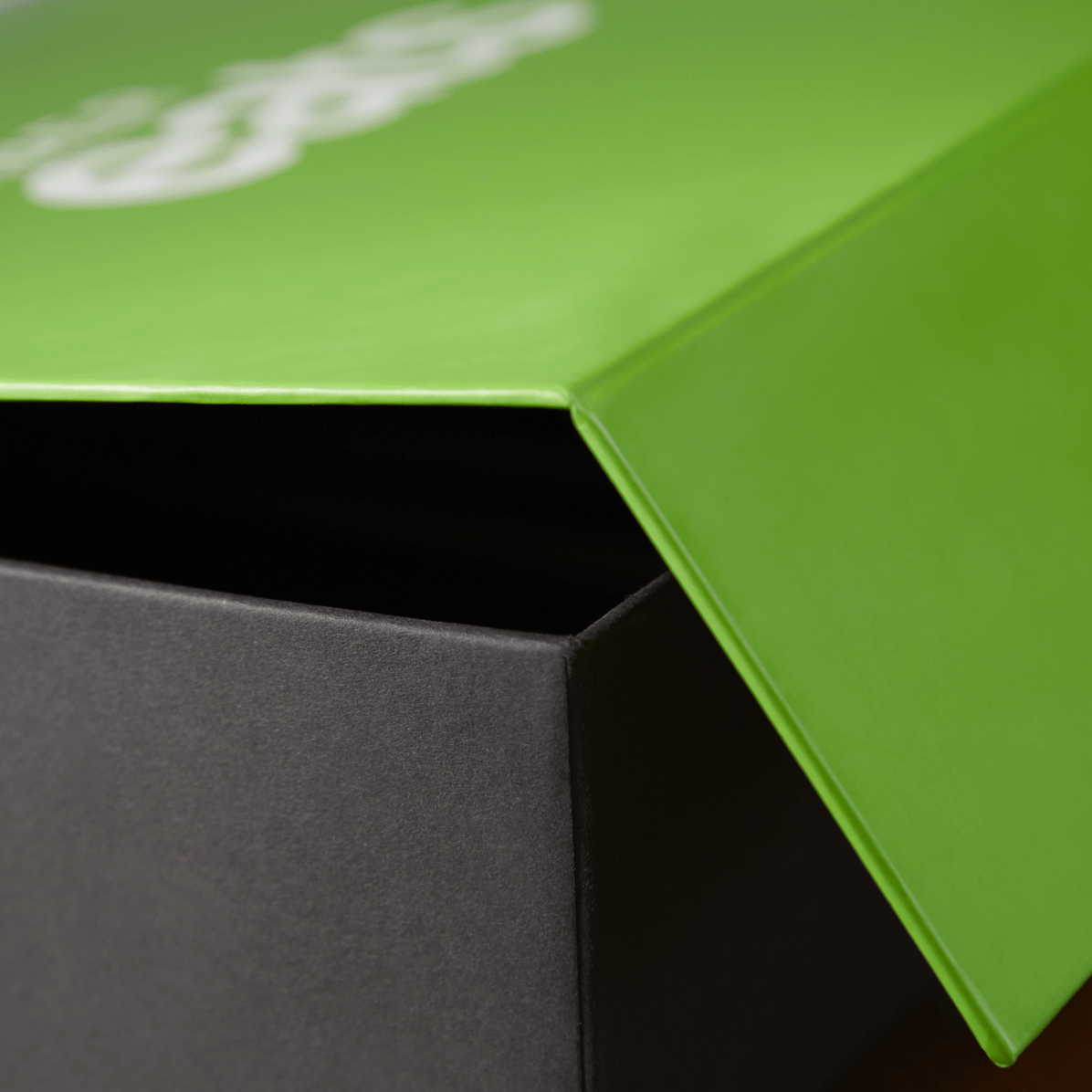 a box with a magnetic flap by uber eats packhelp pro