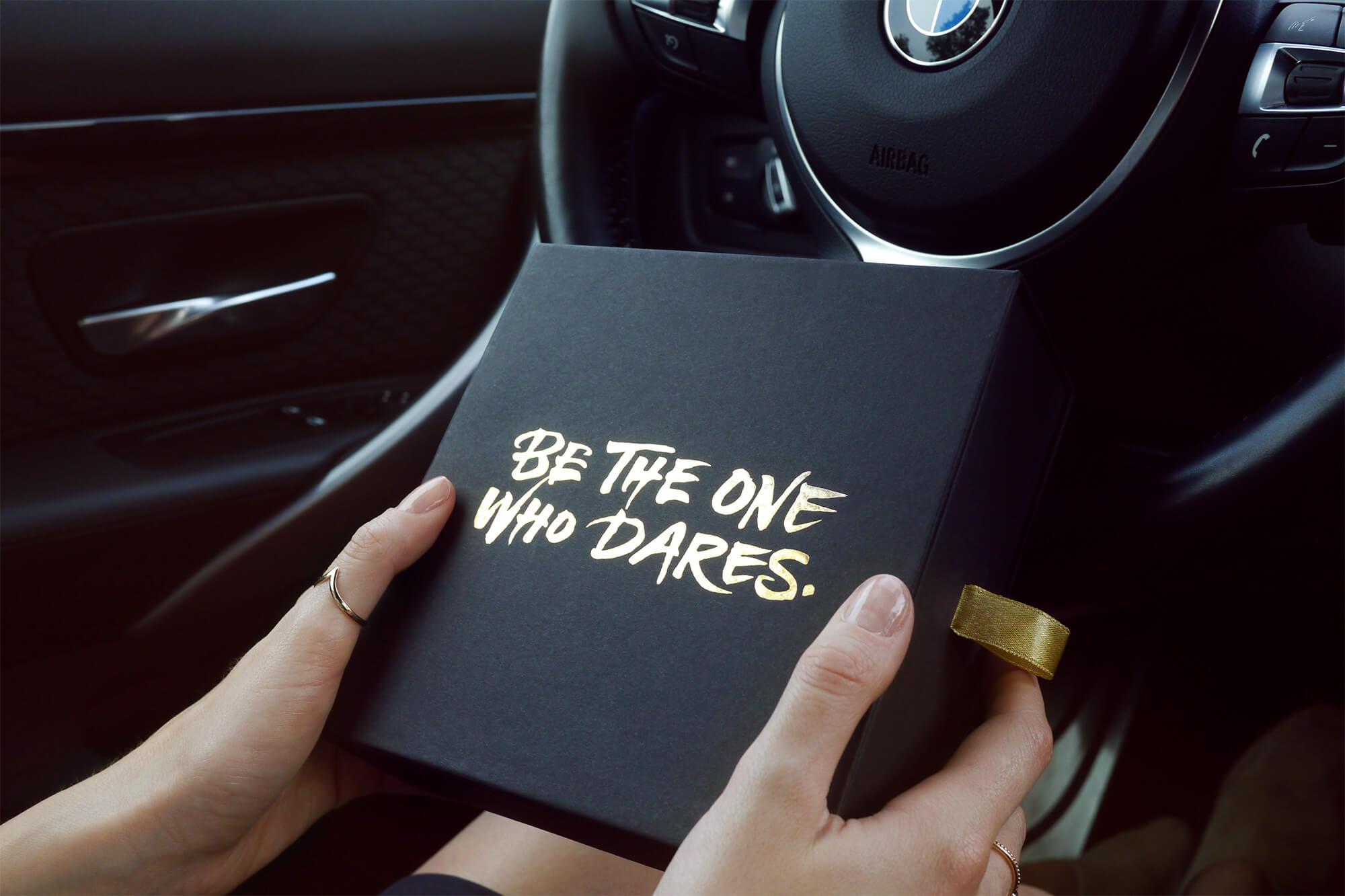 Expérience d'unboxing avec une boîte luxueuse BMW