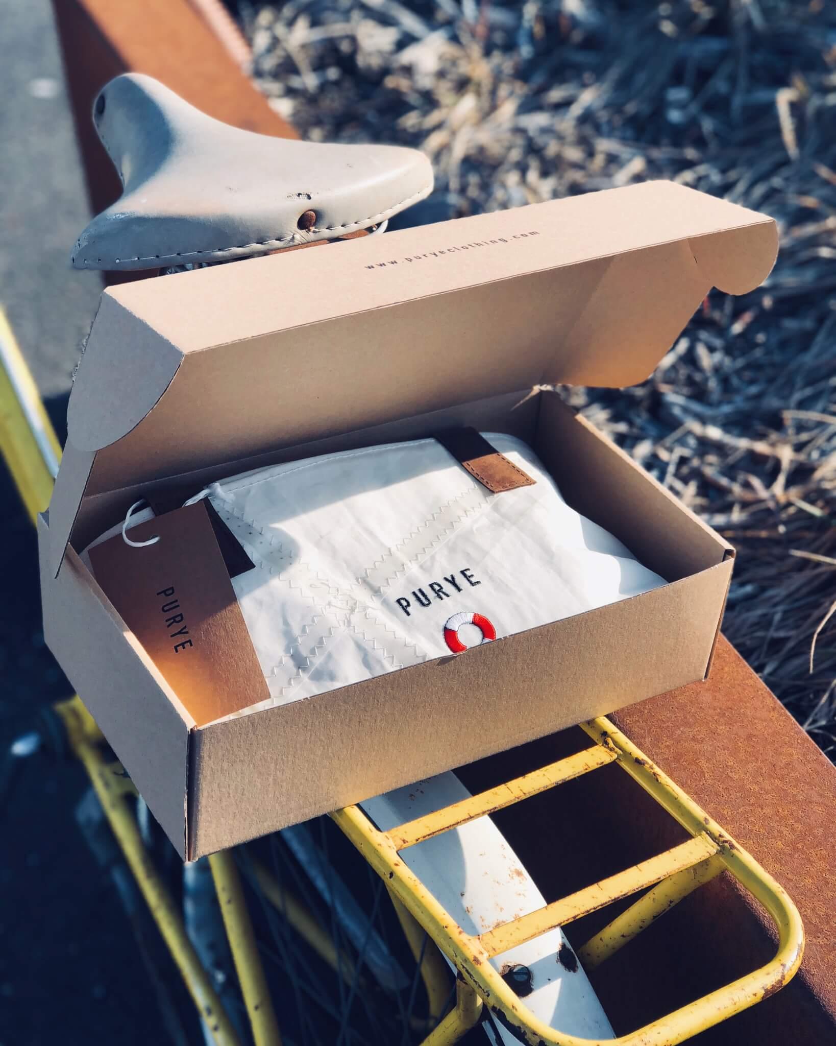 Verpackung von Purye Clothing mit aufdruck