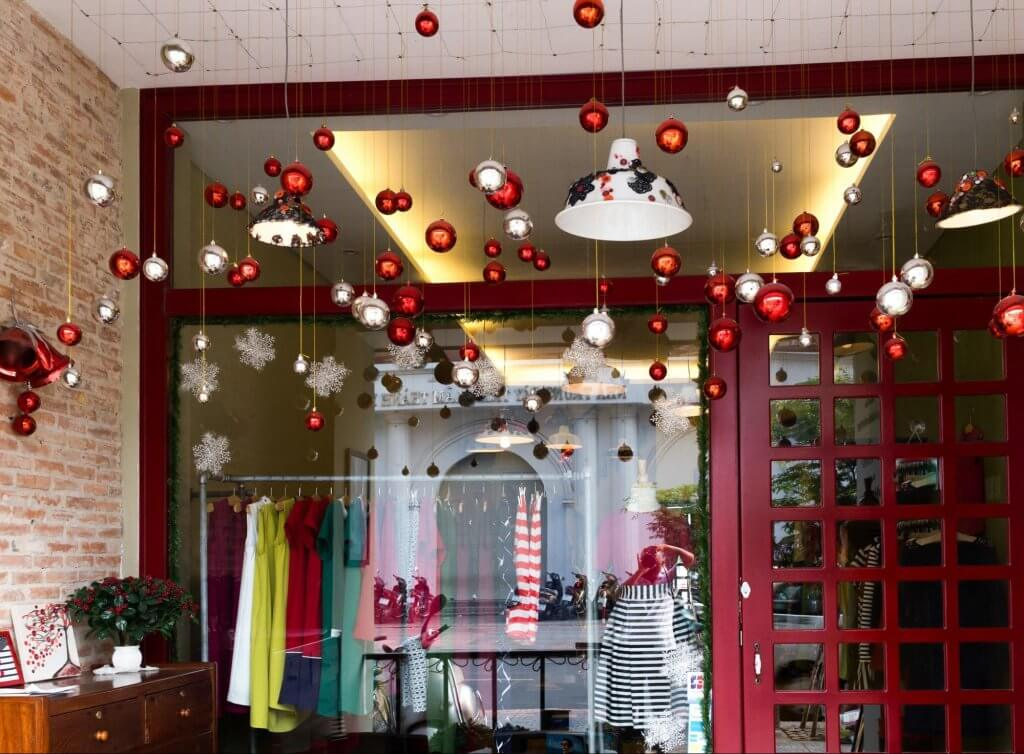 simple store christmas decorations