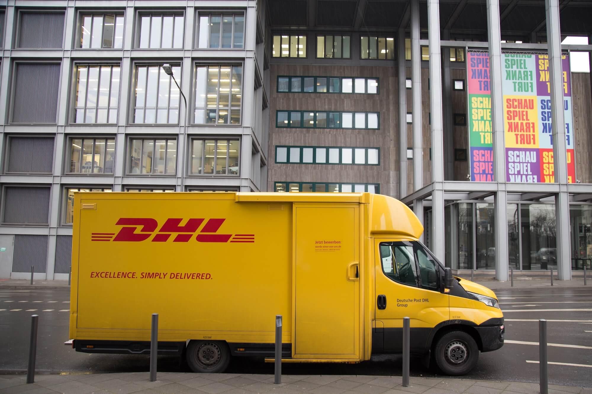 Camion de livraison DHL