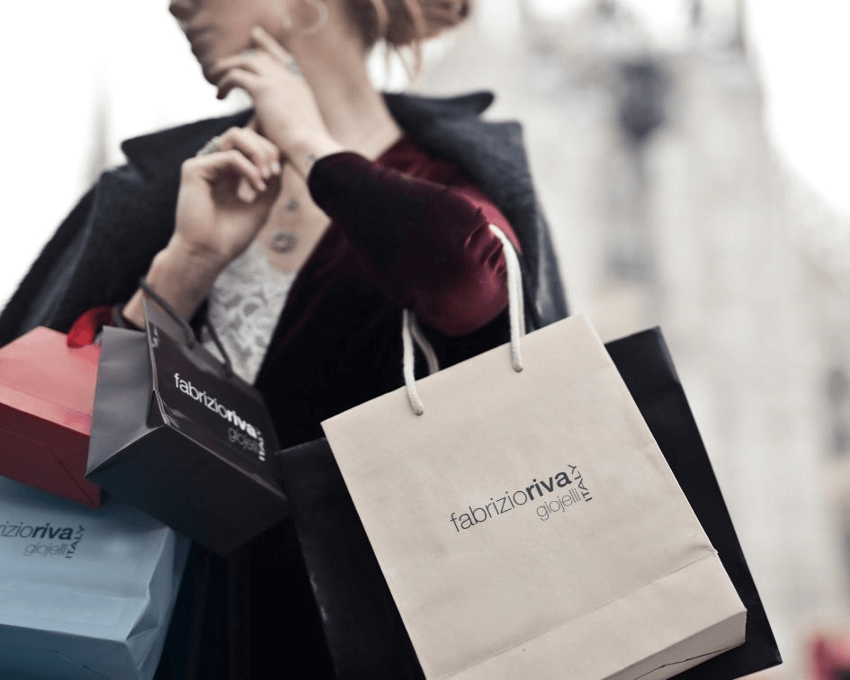 Una clienta compra durante la campaña de Navidad