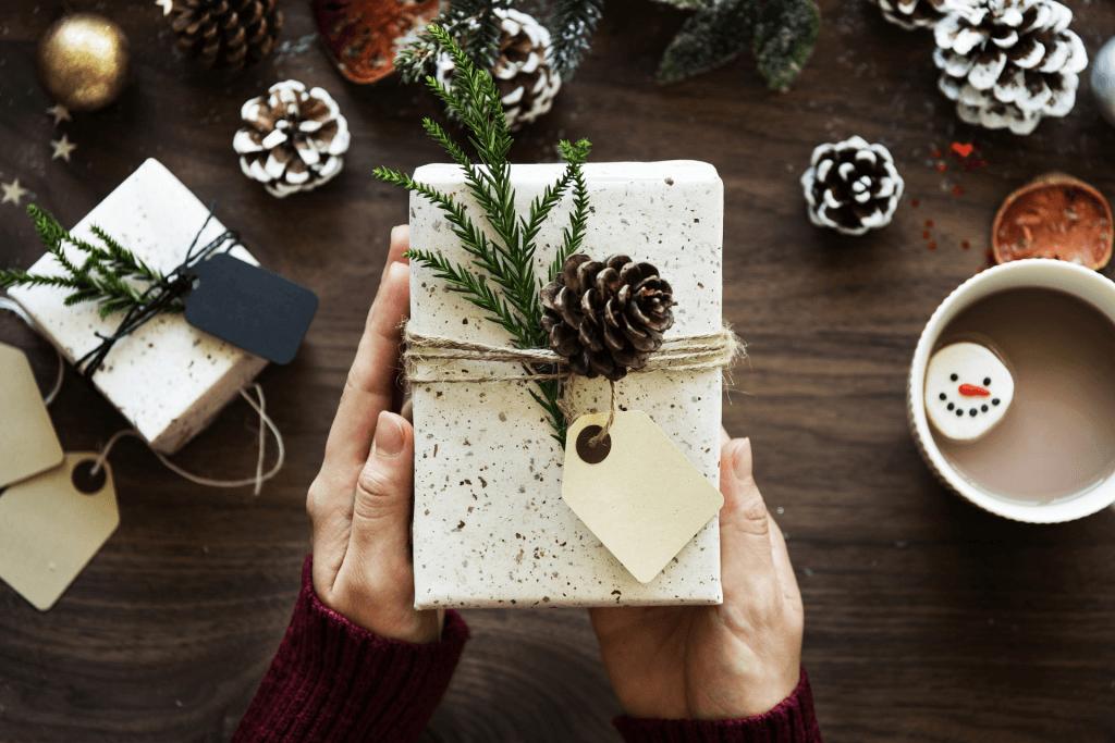 Los regalos clásicos son perfectos para crear una campaña de Navidad
