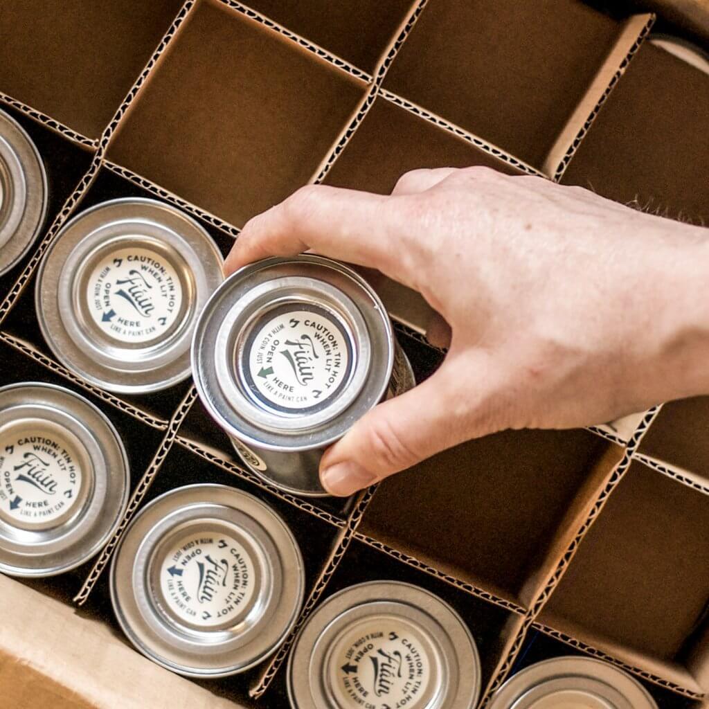 Productos de Fiain en una caja con compartimentos