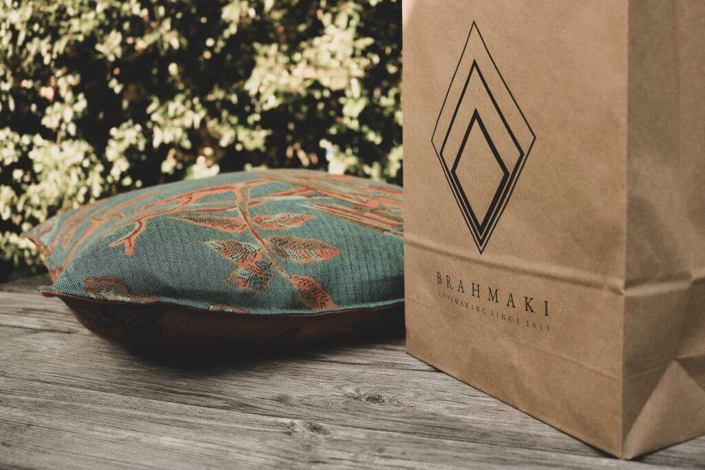 Coussin et sac en papier recyclé Brahmaki