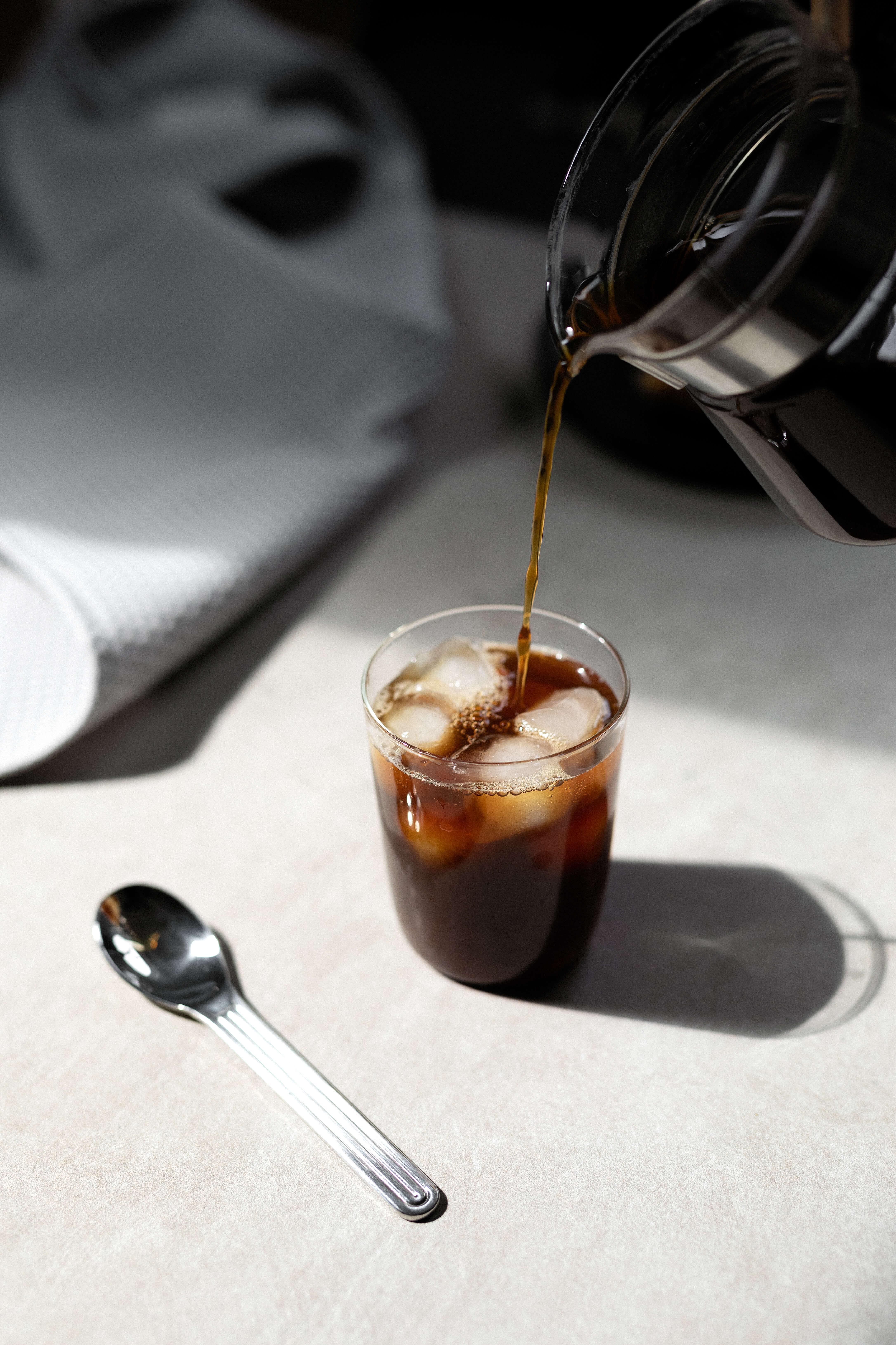 Kaffee mit Eiswürfel