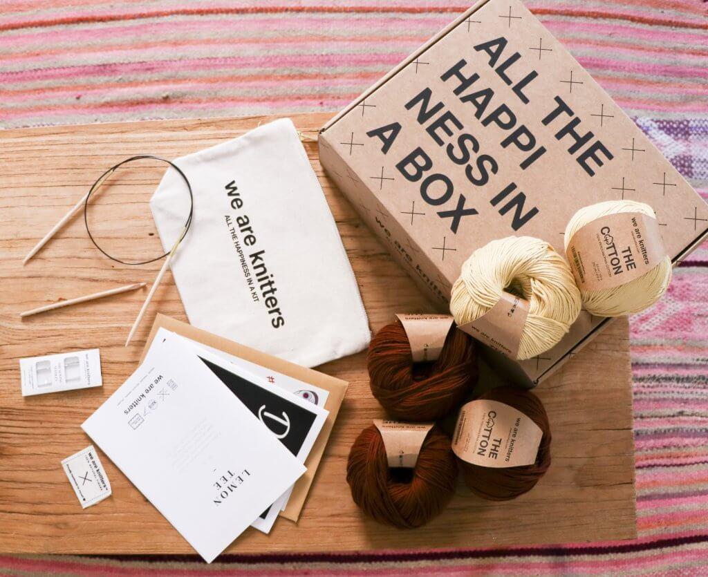 Lana, accessori da maglia e scatola postale eco We Are Knitters