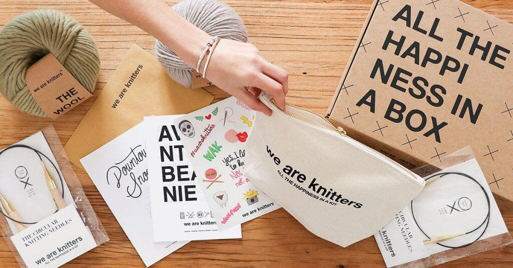 los kits de costura se venden en cajas de cartón