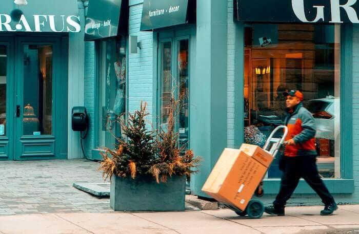 doručovaní balíků zákazníkům