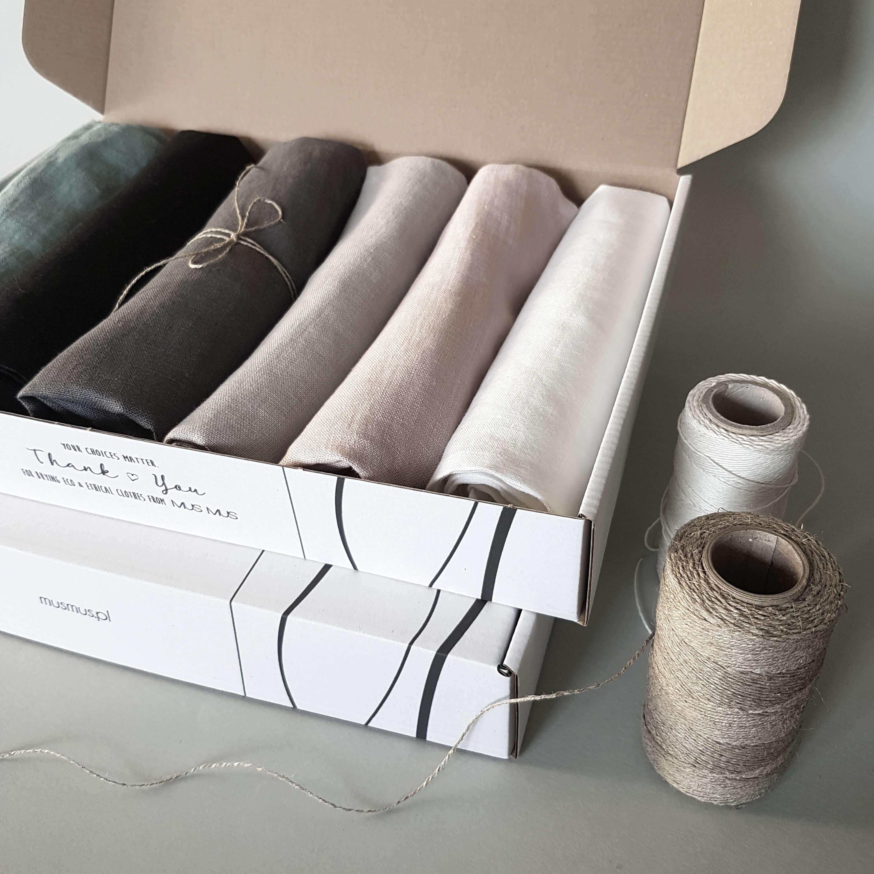 Tessuto di cotone e fili per cucito