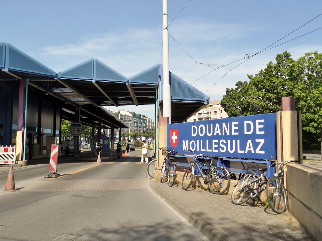Poste de douane de Moillesulaz à la frontière franco-suisse