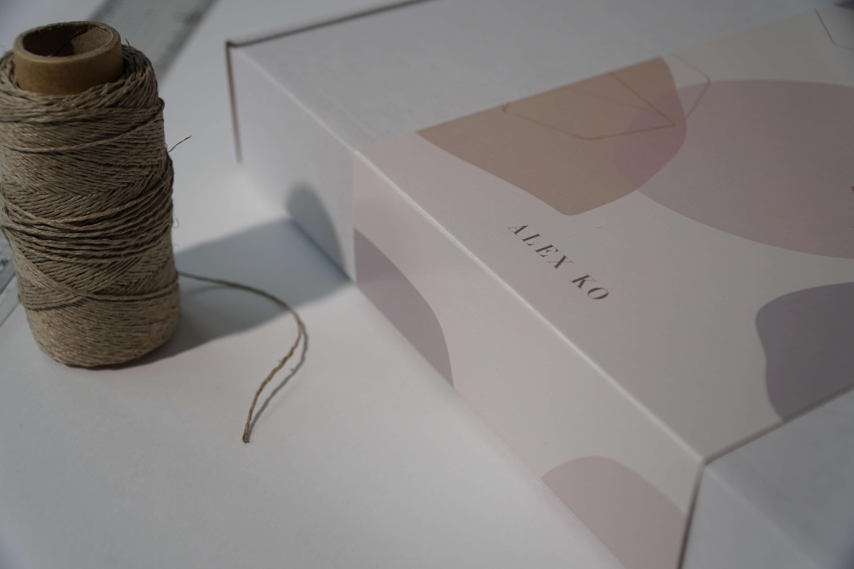 Krabice na oděvy podle vlastního návrhu
