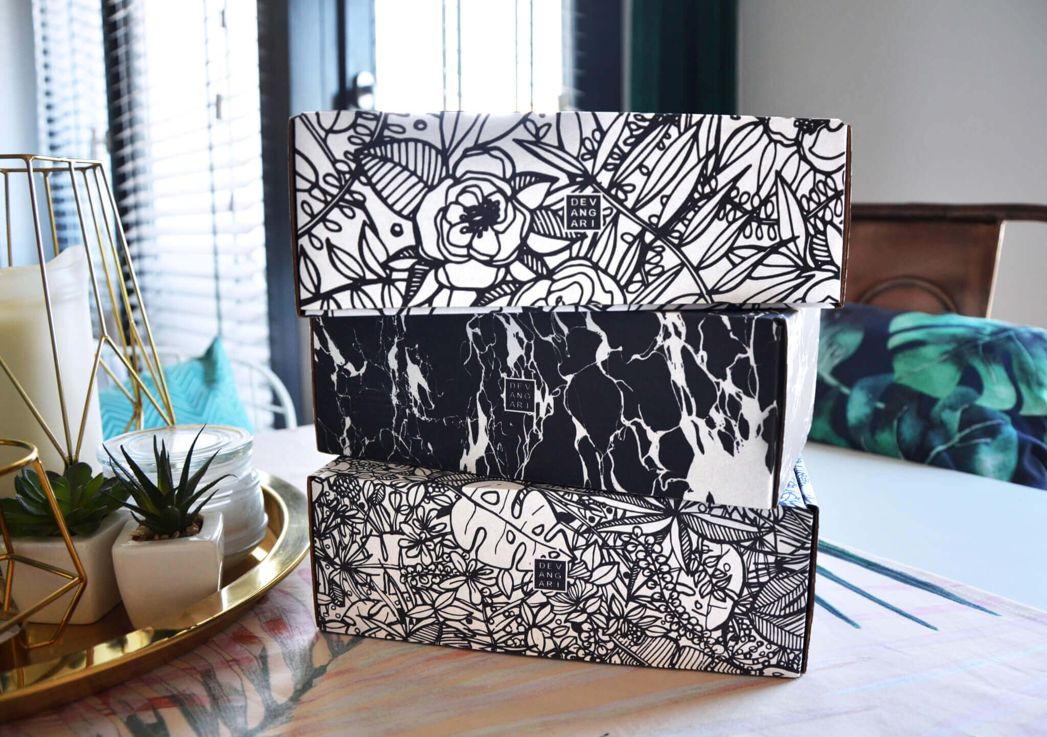 Empilement de boîtes Devangari Art