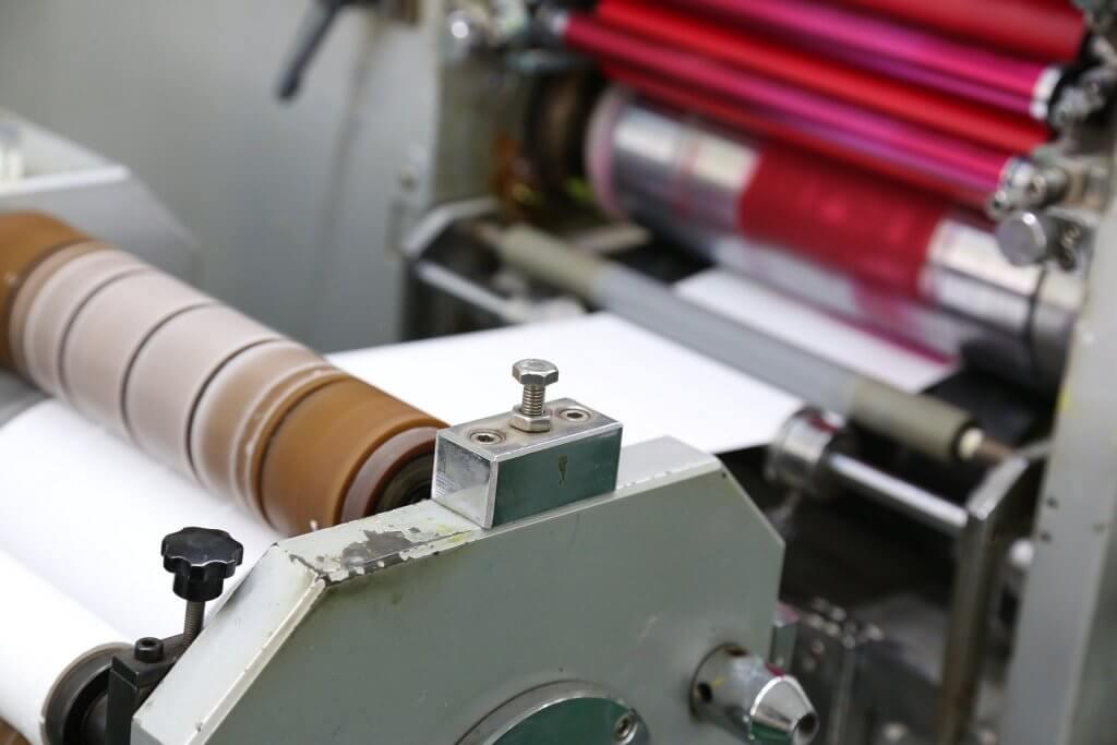 Offsetdruck Maschine in Aktion