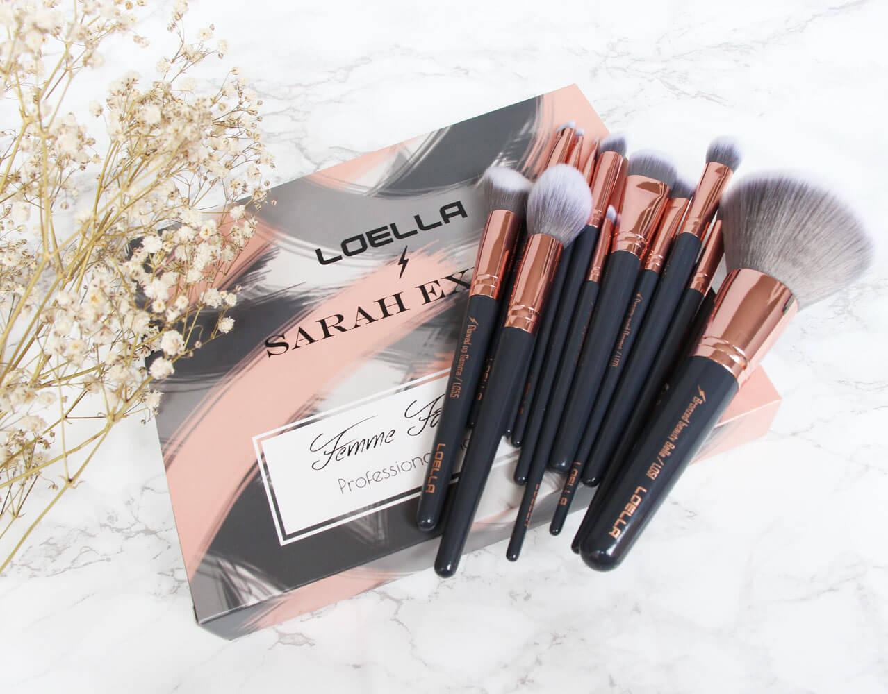 Loella Cosmetics Verpackung mit Pinseln oben drauf