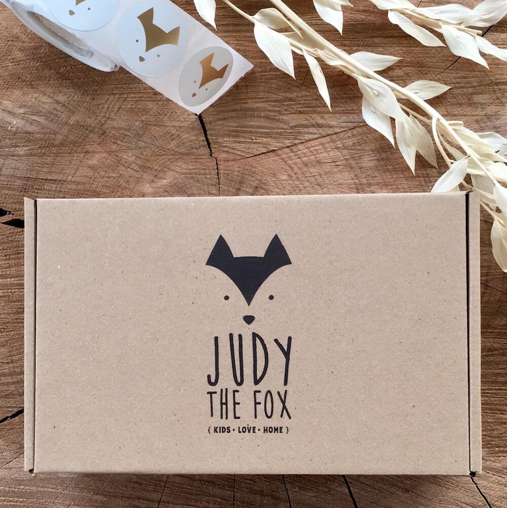 Boîte en carton Judy the Fox avec son look minimaliste