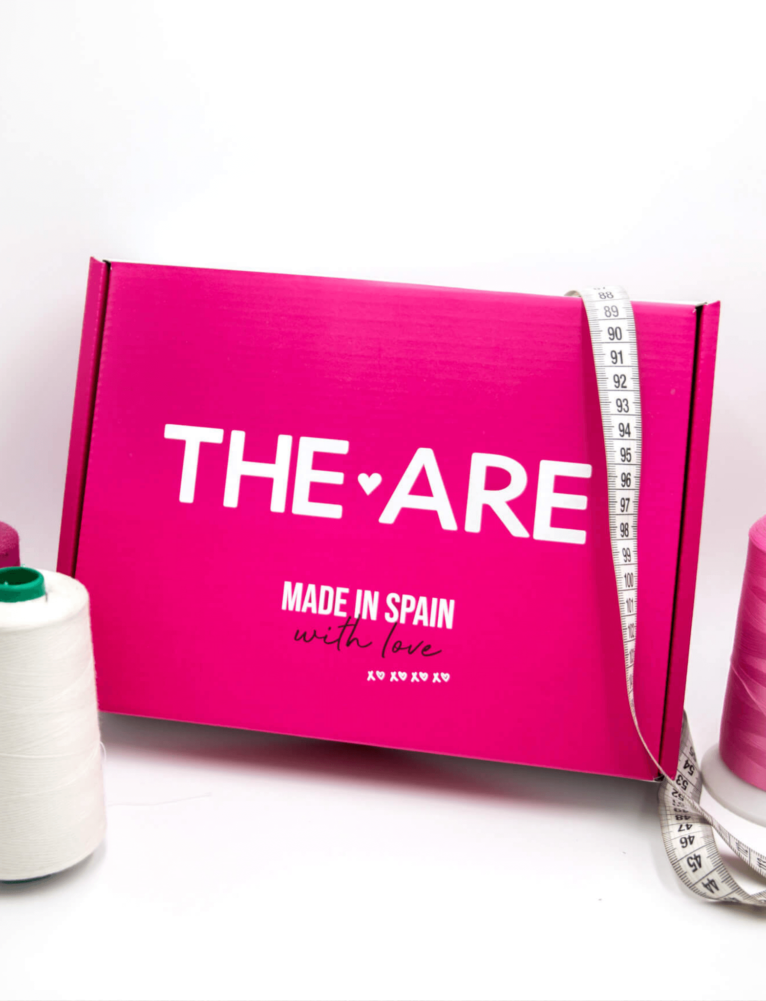 caja color rosa público joven the are