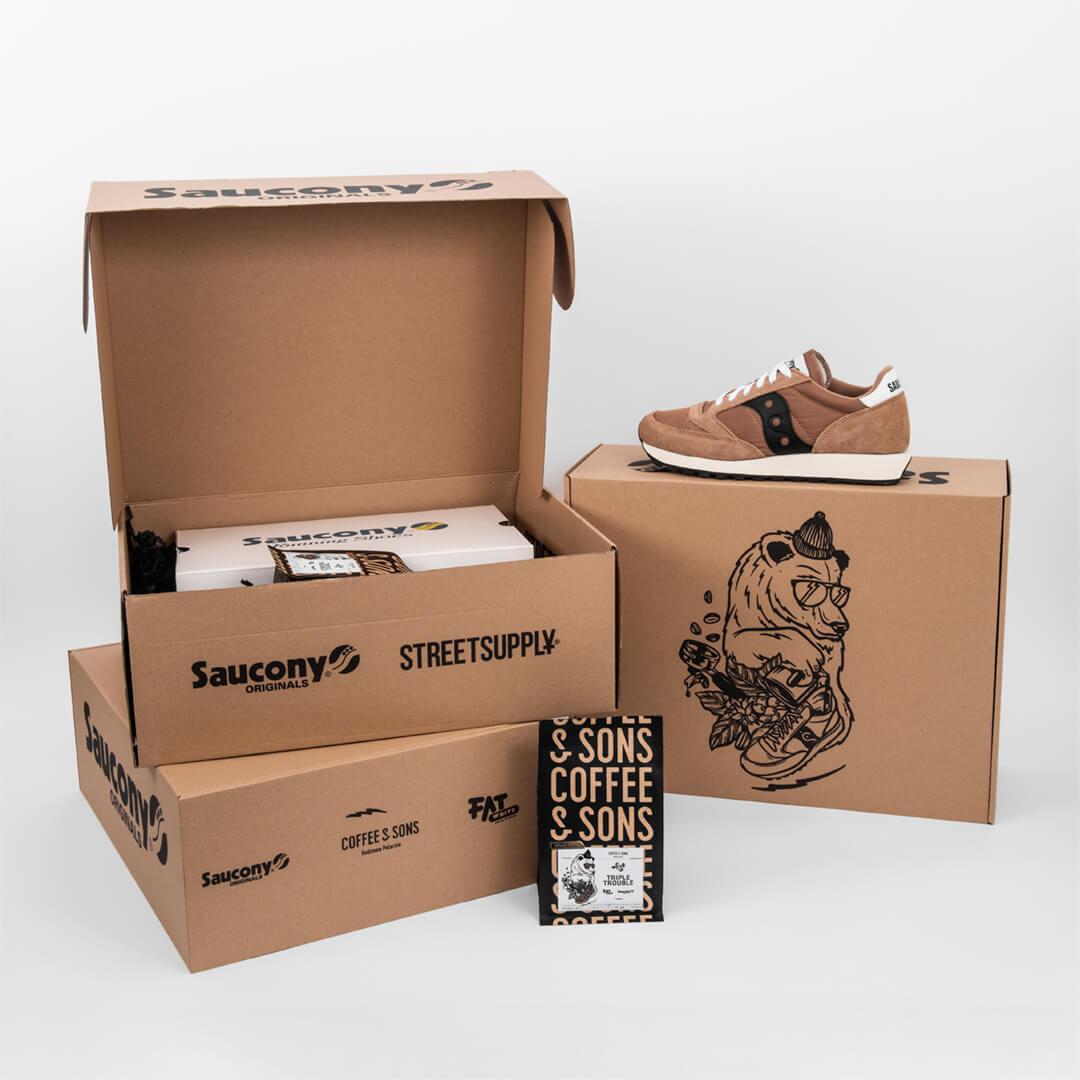 packging de cartón con logotipo negro