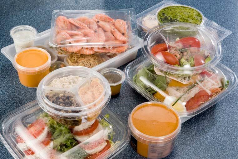 Aliments emballés dans du plastique