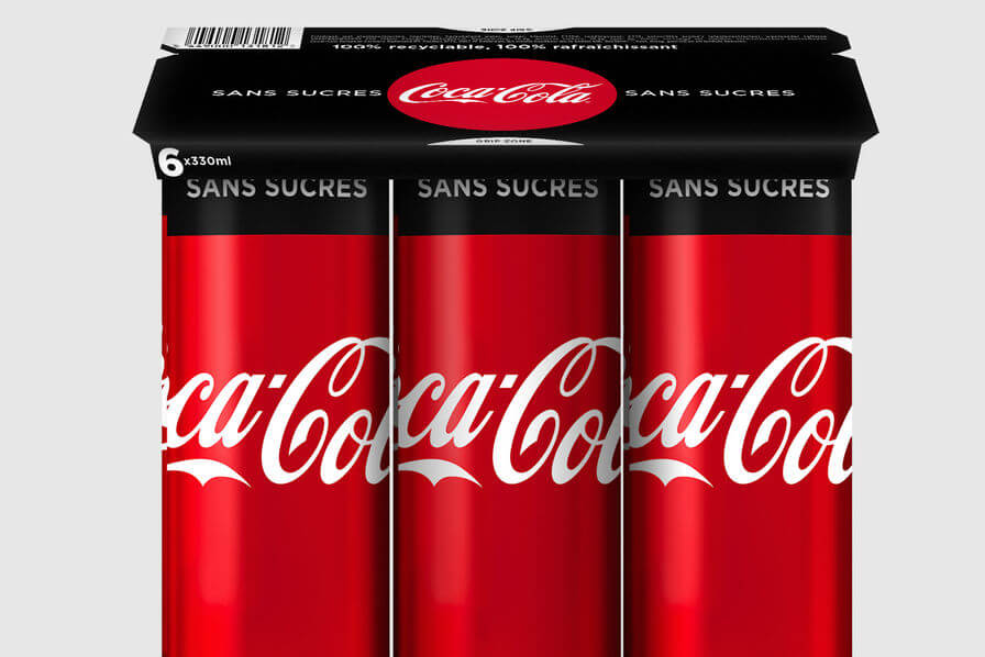 Canettes de Coca Cola dans un emballage alimentaire réduit