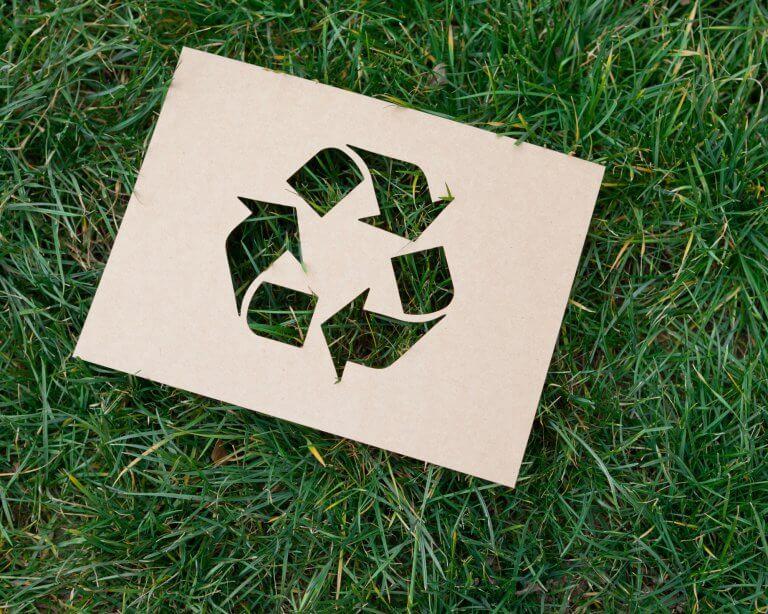 ¿Cómo se fabrica el cartón reciclado? ¿Es un buen material para el packaging de mi negocio?
