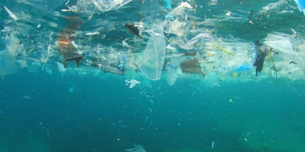 Déchets plastiques dans la mer