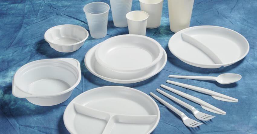 Vaisselle jetable en plastique