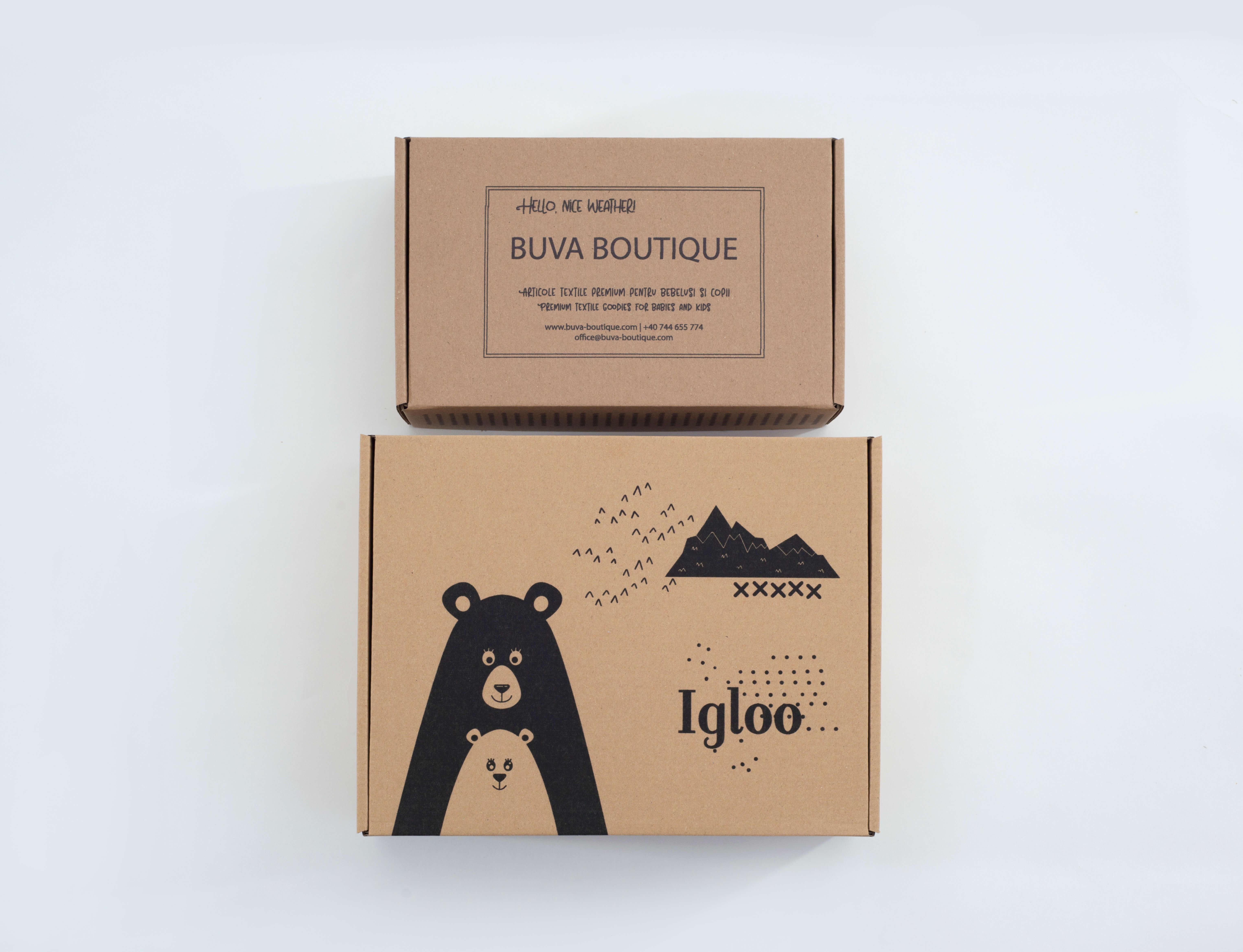 cajas de cartón con un logo en color negro
