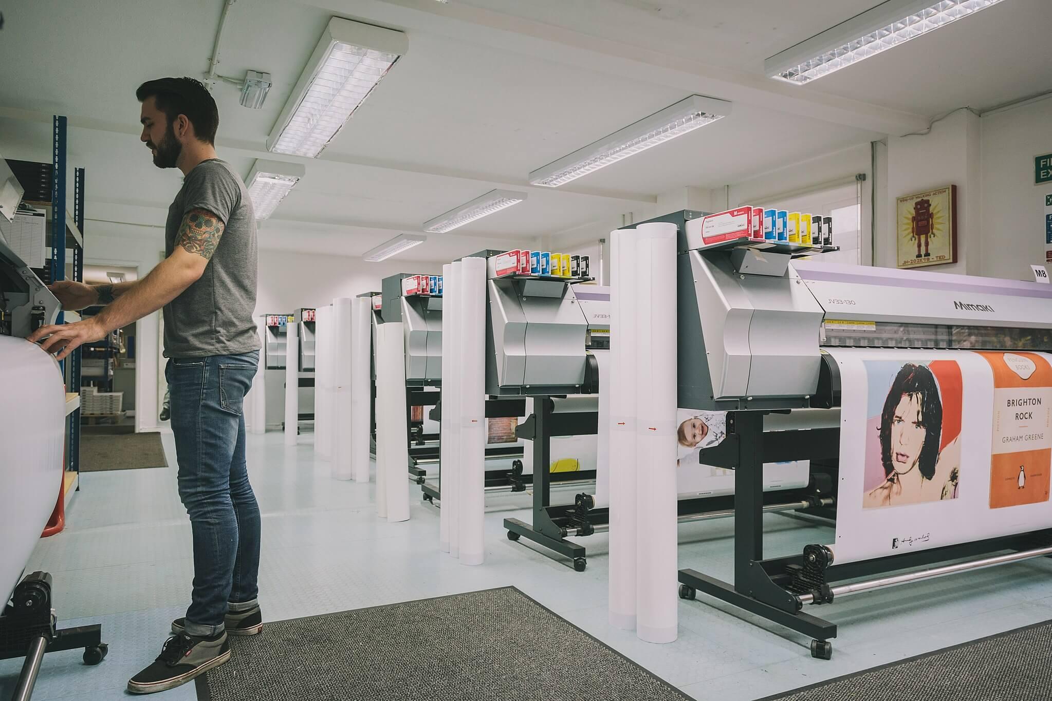 Salle d'imprimantes sur demande en impression numérique