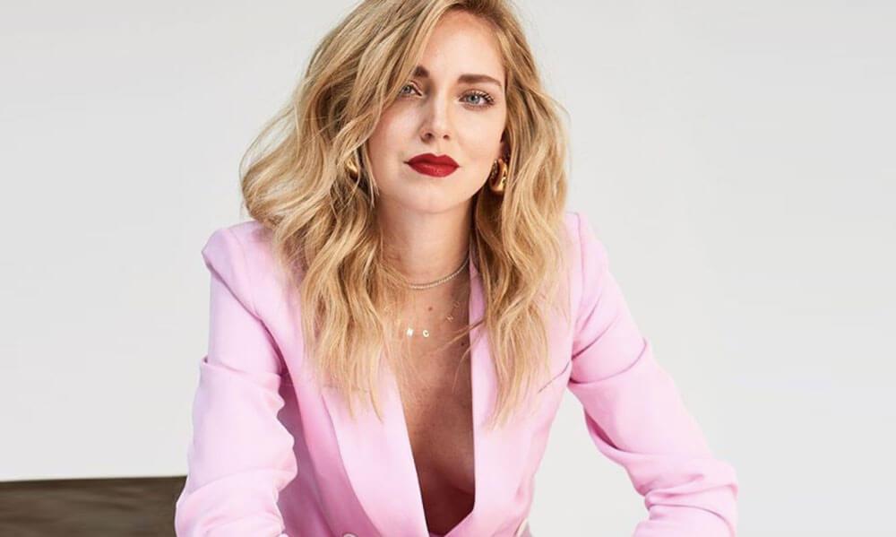Chiara Ferragni in completo rosa - Packhelp