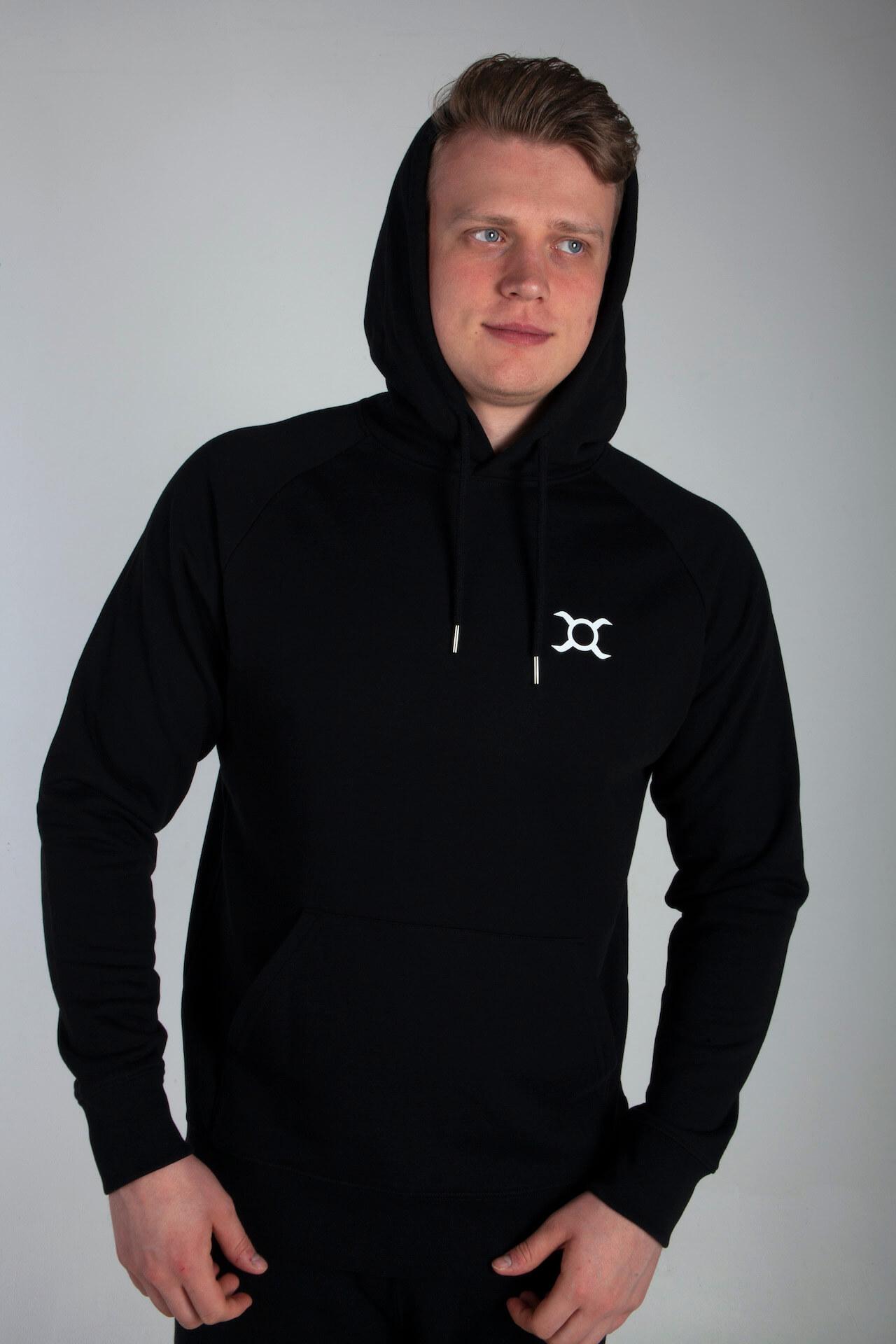Homme en sweatshirt à capuche de Origin X Performance