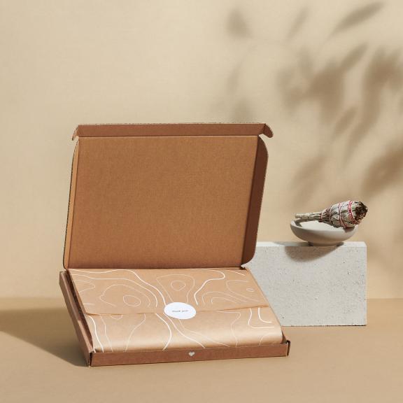 papier d'emballage enveloppant un produit