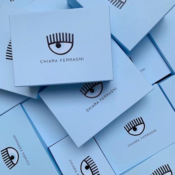Packaging scatola chiara ferragni brand