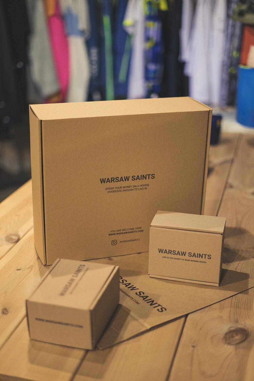 cajas de cartón corrugado de la marca Warsaw Saints