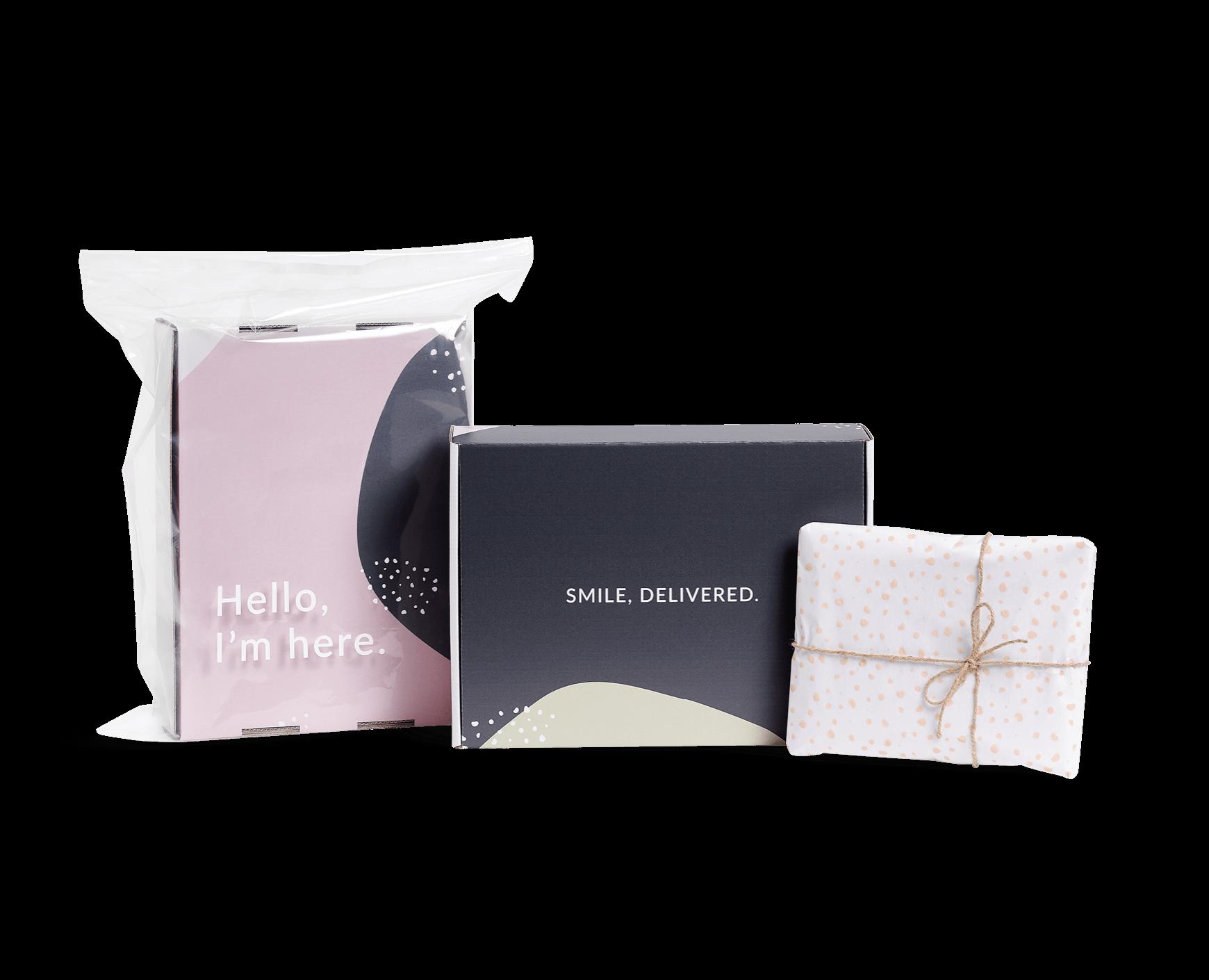 Set d'emballages couleur Packhelp avec un sac d'expédition en plastique, une boîte d'expédition et du papier de soie personnalisé