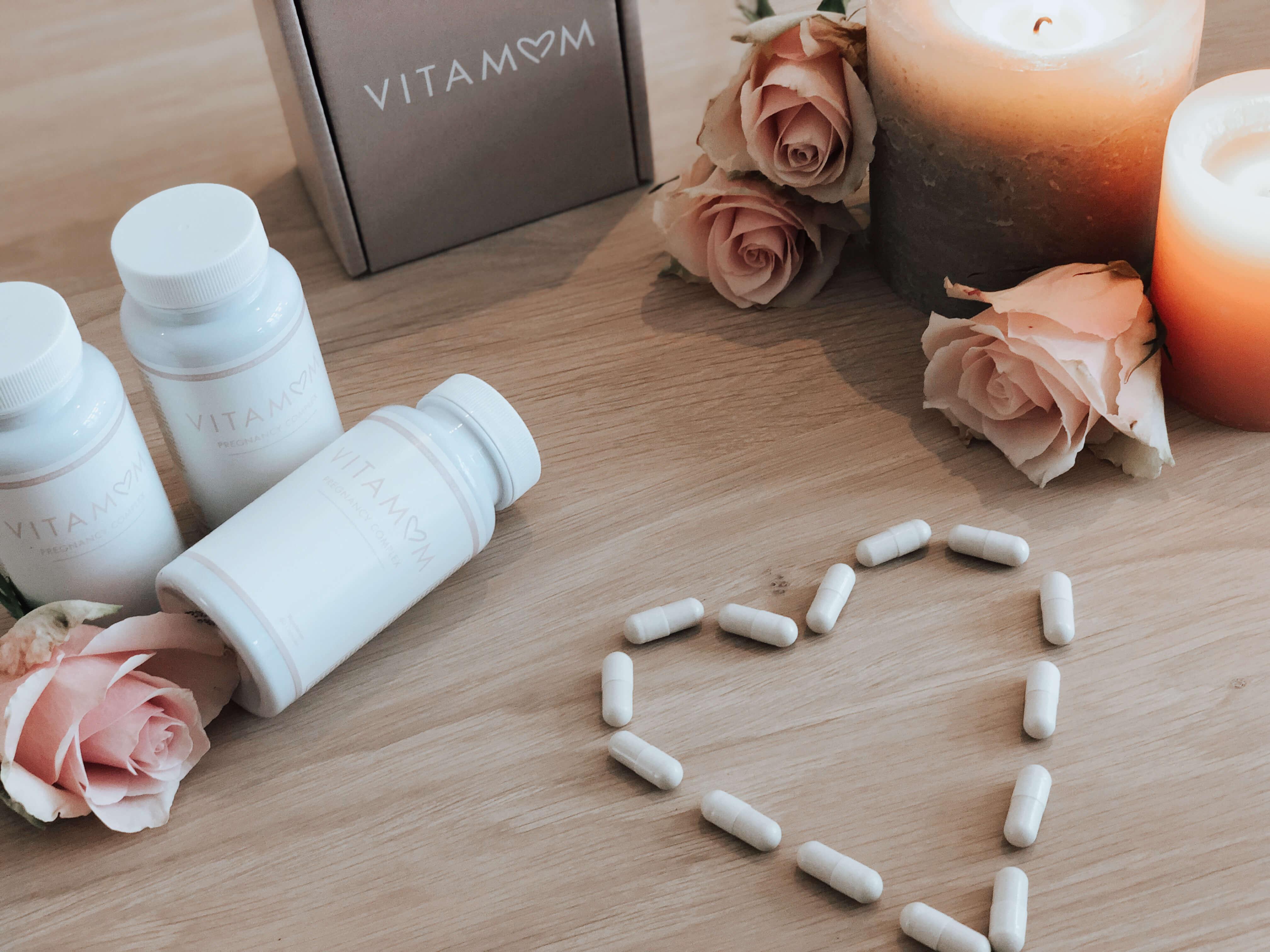 cajas y suplementos vitamínicos de Vitamom